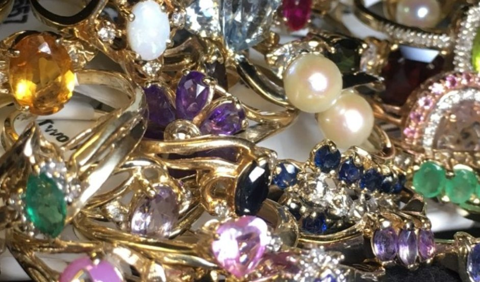 Gold jewelry Product Image